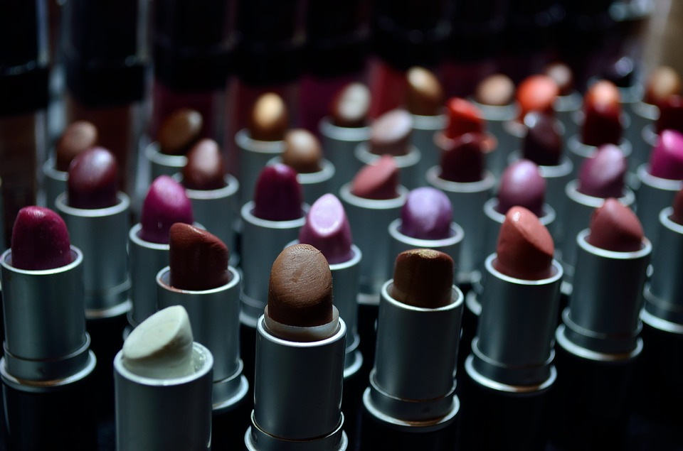 How to Pick the Perfect Lipstick – Be Your Own Beauty Expert
